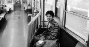井口正文学生時代写真電車の中